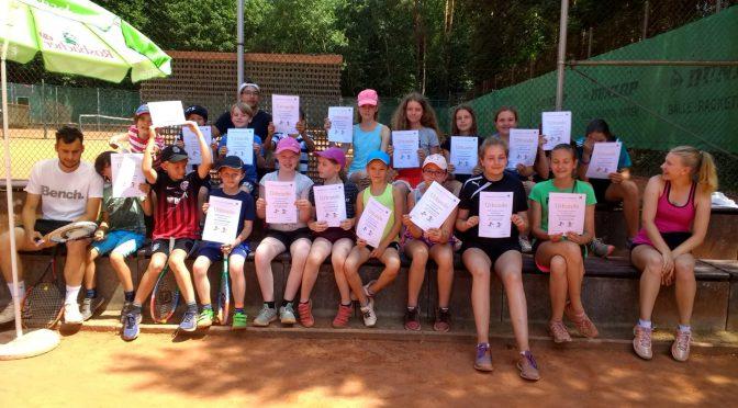 Sommercamps im Kohlheck: Tennisspaß bei tropischen Temperaturen